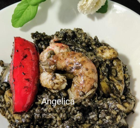 Arroz negro con gambones, sepia y verduras con Thermomix®