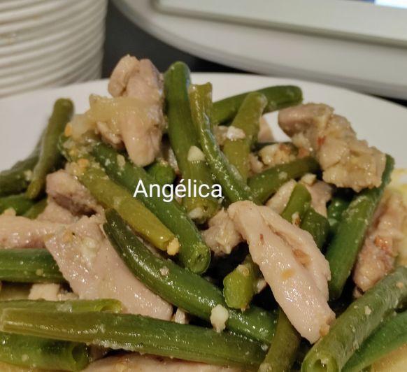 Judías verdes al vapor con pollo en salsa y cacahuetes con Thermomix®