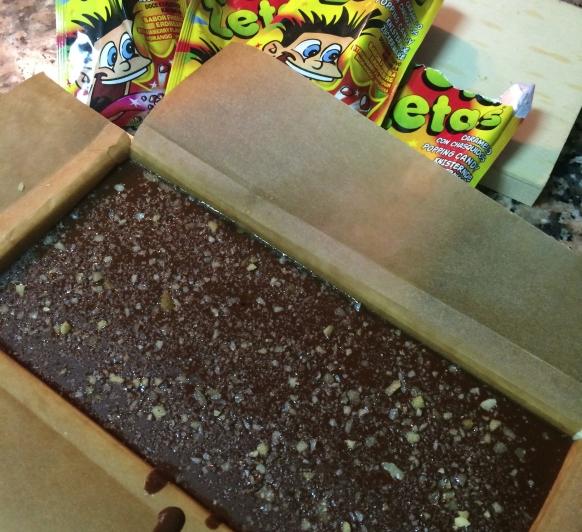 TURRÓN DE CHOCOLATE CON PETA ZETAS