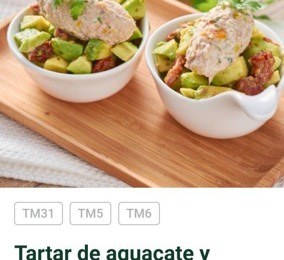 Tartar de aguacate con tomates secos y mousse de atun